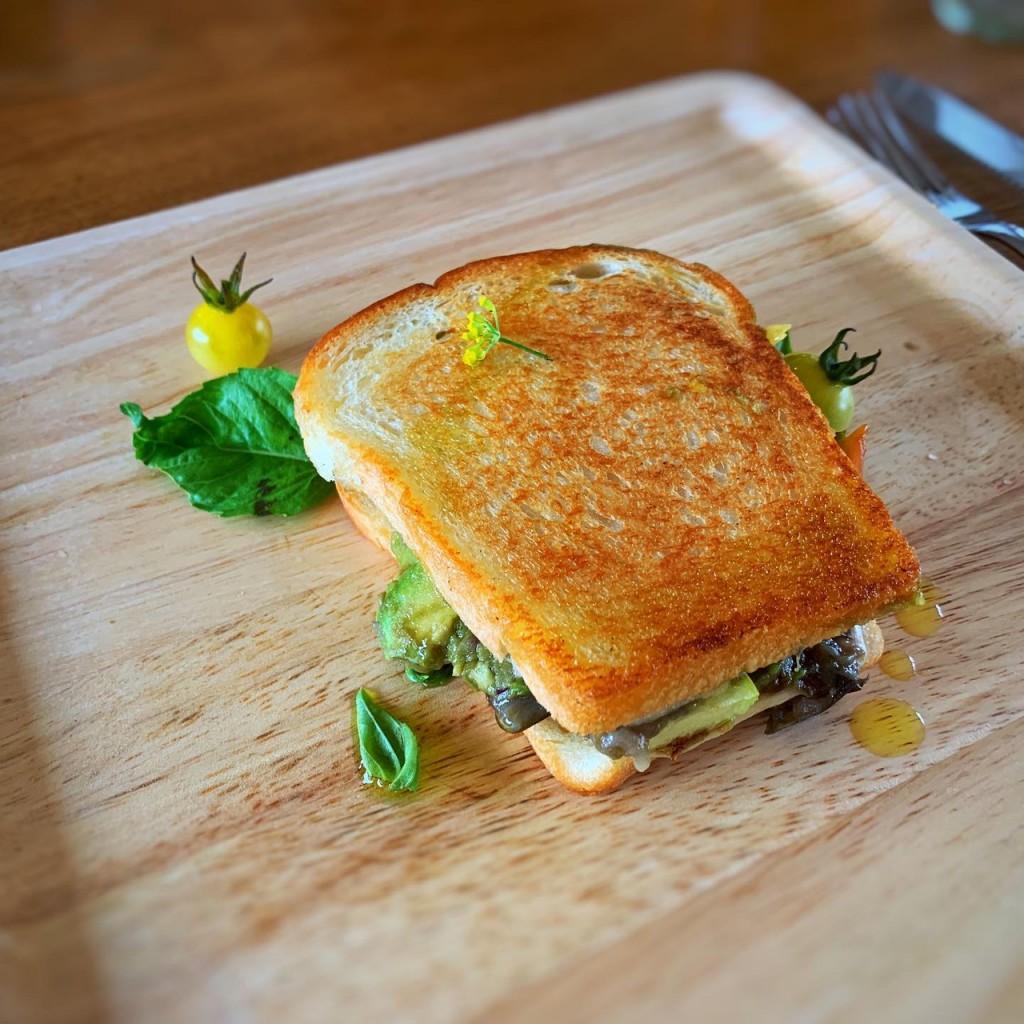 地ダコのトマトソース・夏野菜とチーズのホットサンド。 これも、美味!
